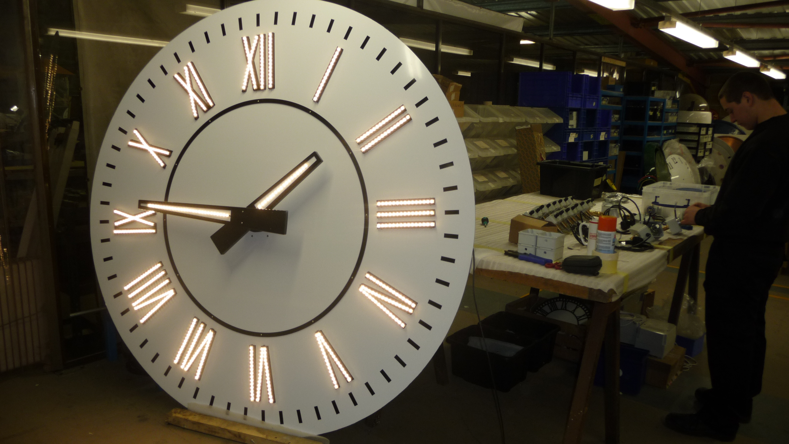 Lighting on clock dial