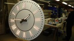 Lighting on clock dial