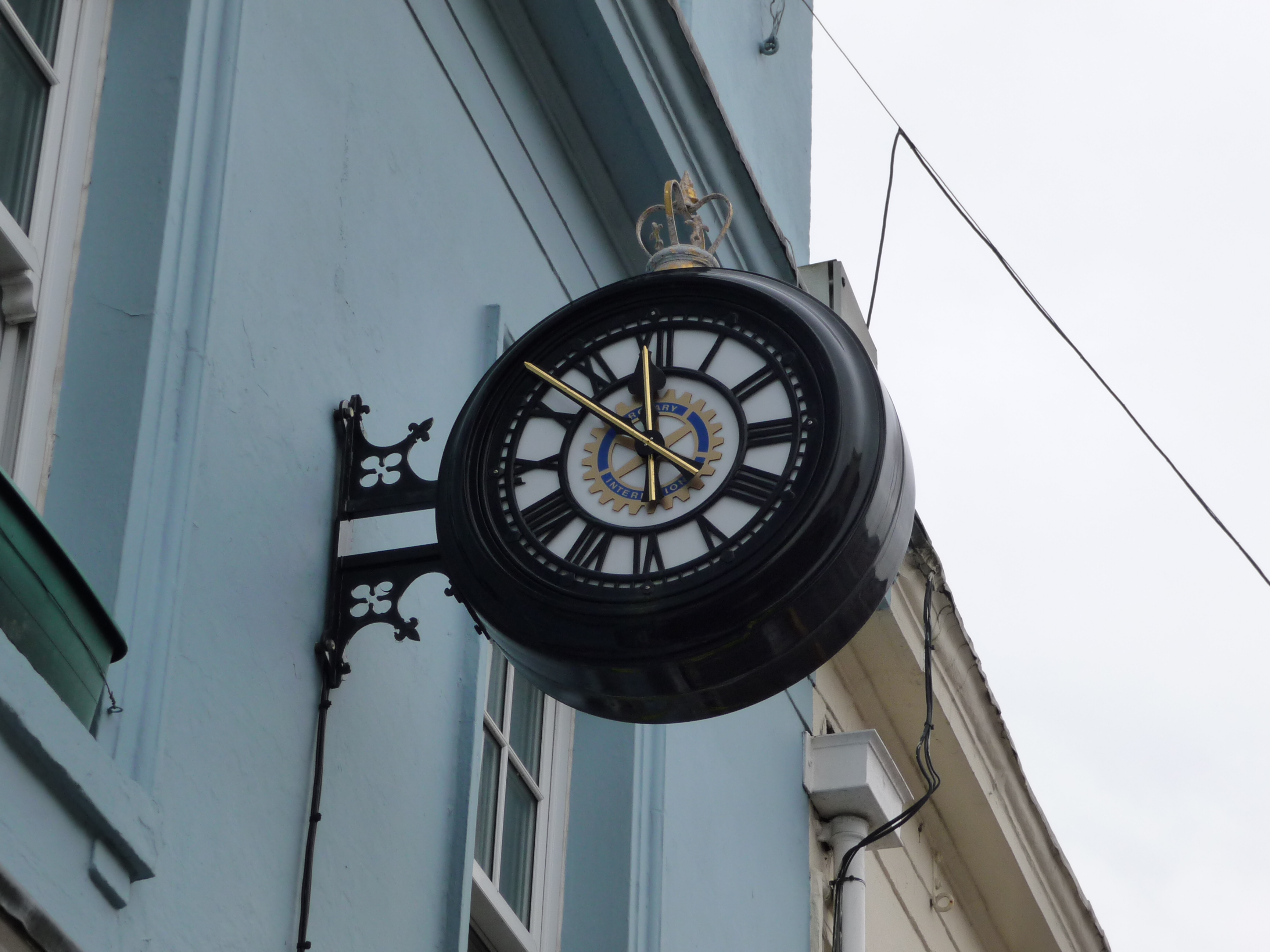 Drum clock with Rotary Club logo