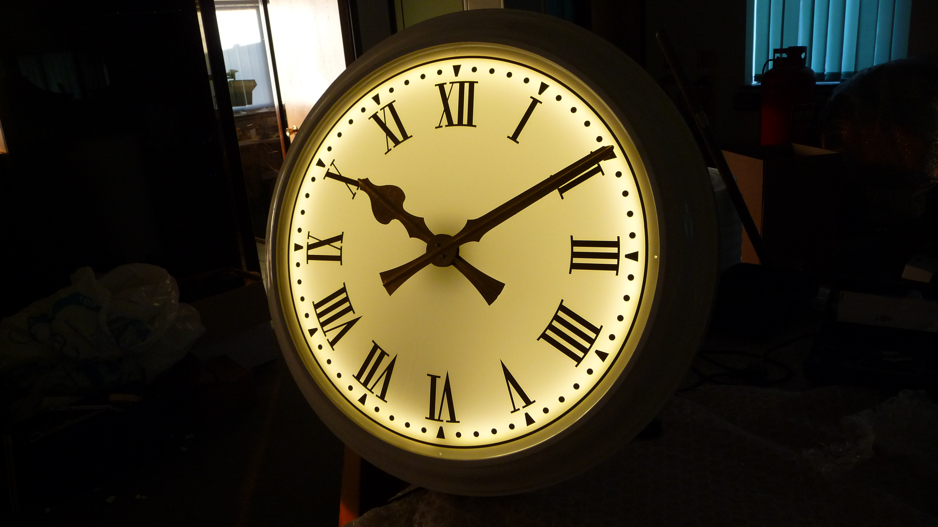 Illuminated bezel clock