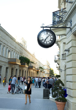 Drum clocks for high streets