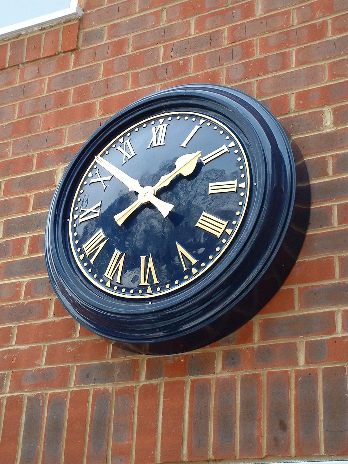 Blue clock with matching bezel