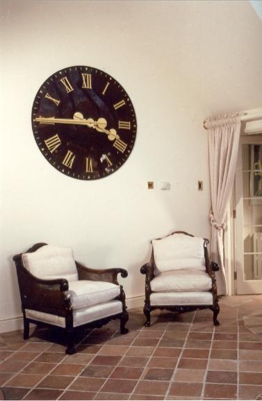 Large interior clock