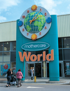 Large exterior clocks for shopping centres