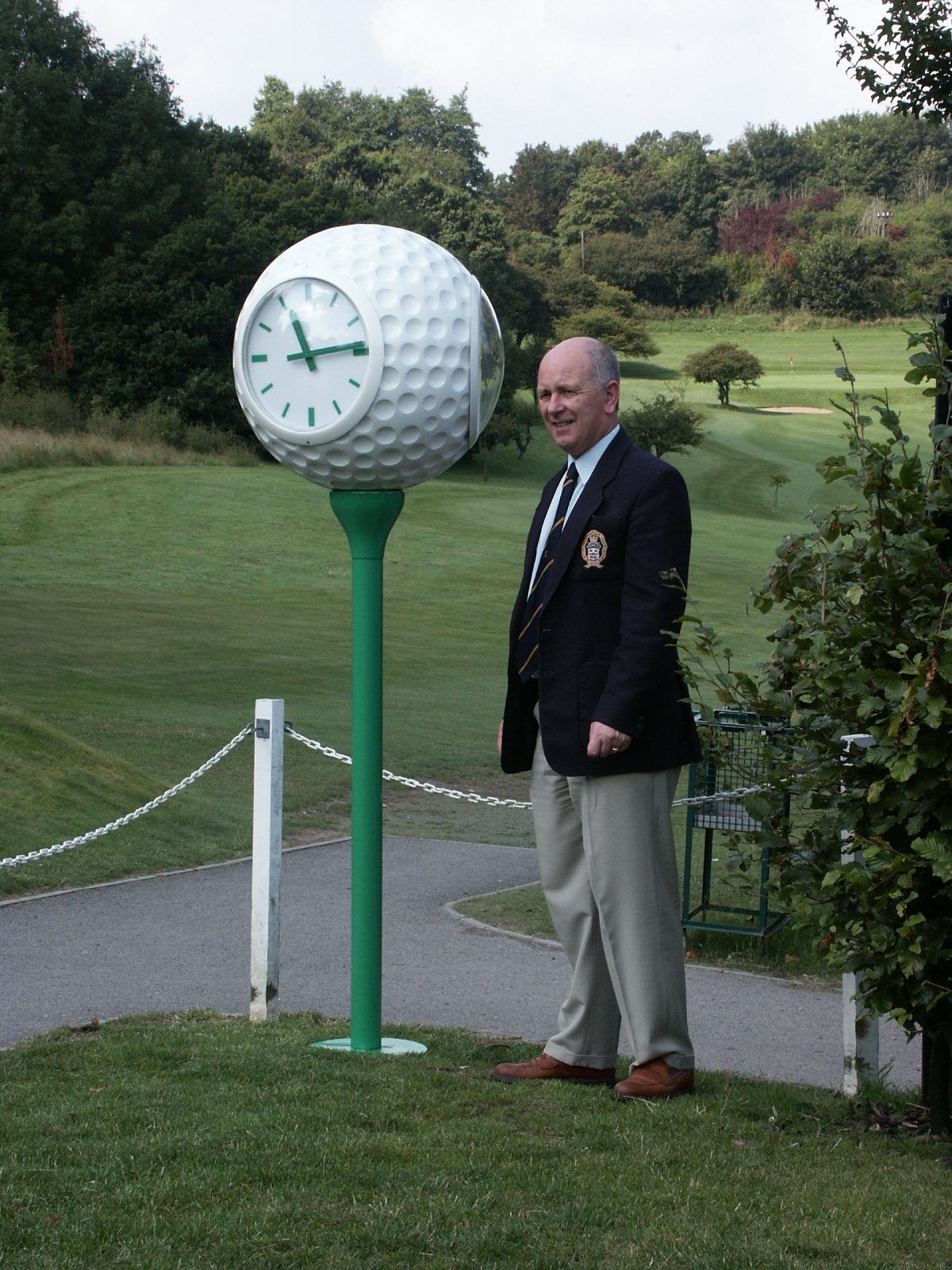 Golf ball clock on first tee