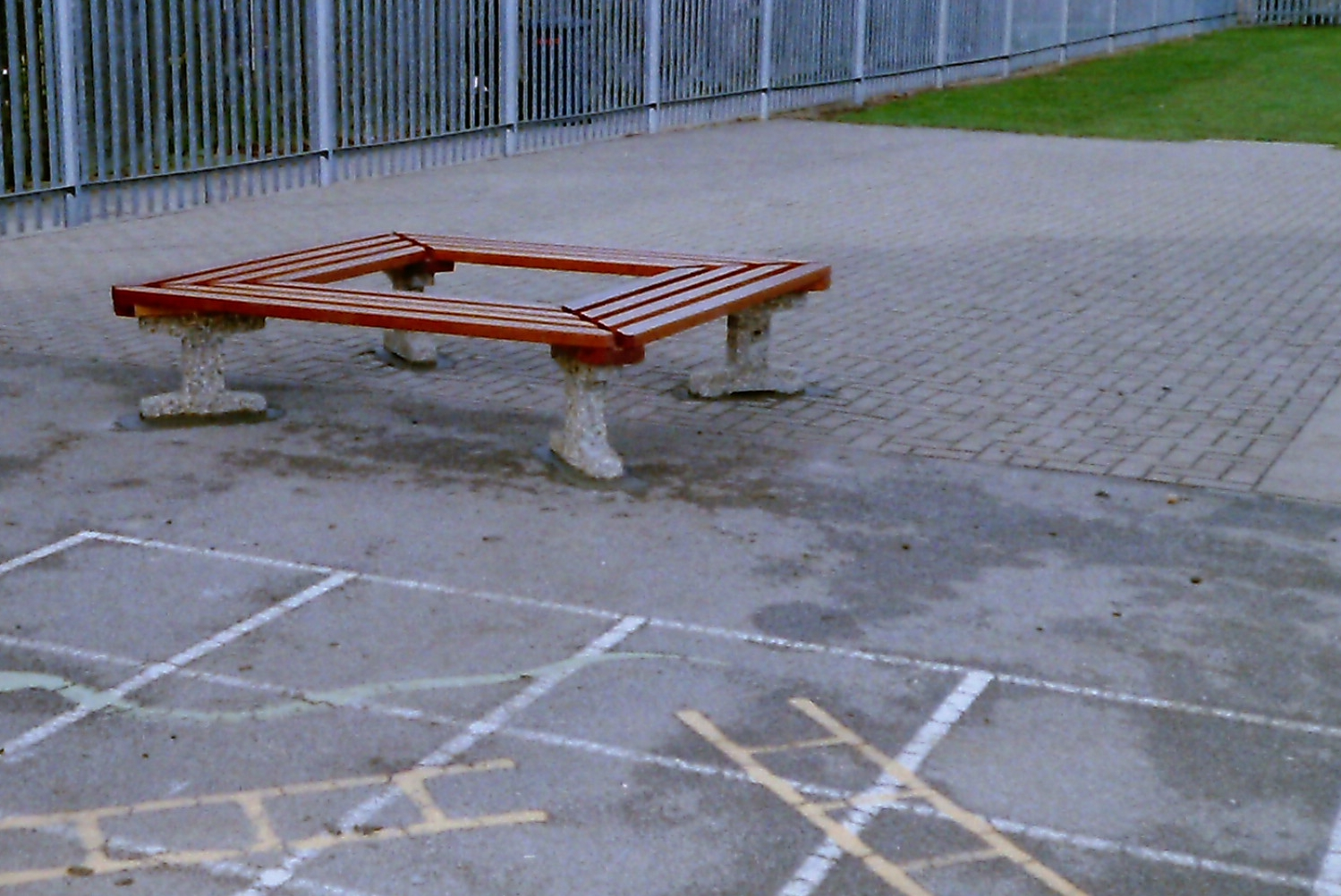 Southampton tree bench