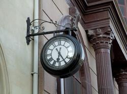 Ornate bracket drum clock