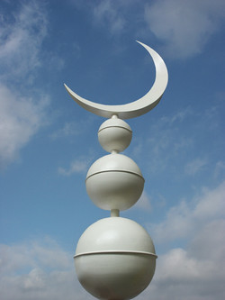 Crescent moon finial