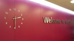 Interior reception clock