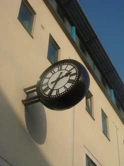 Simple double sided drum clock