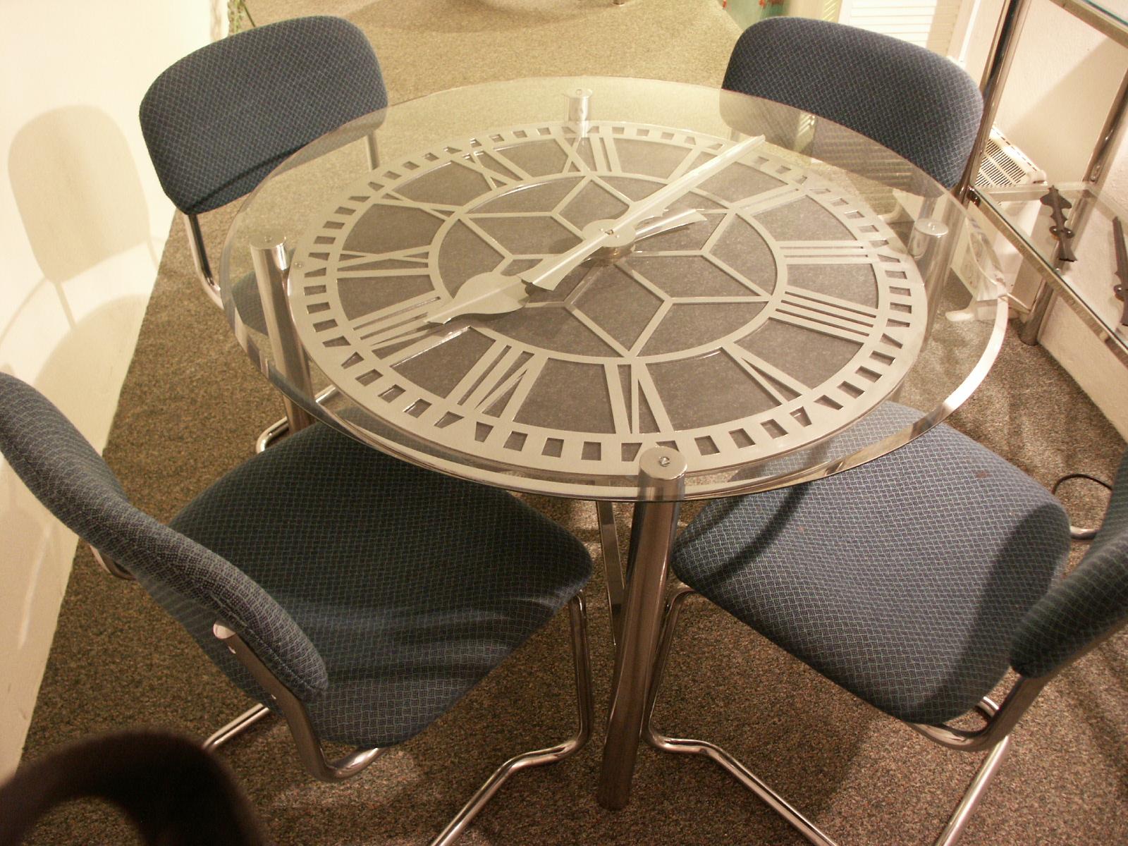 Round clock table