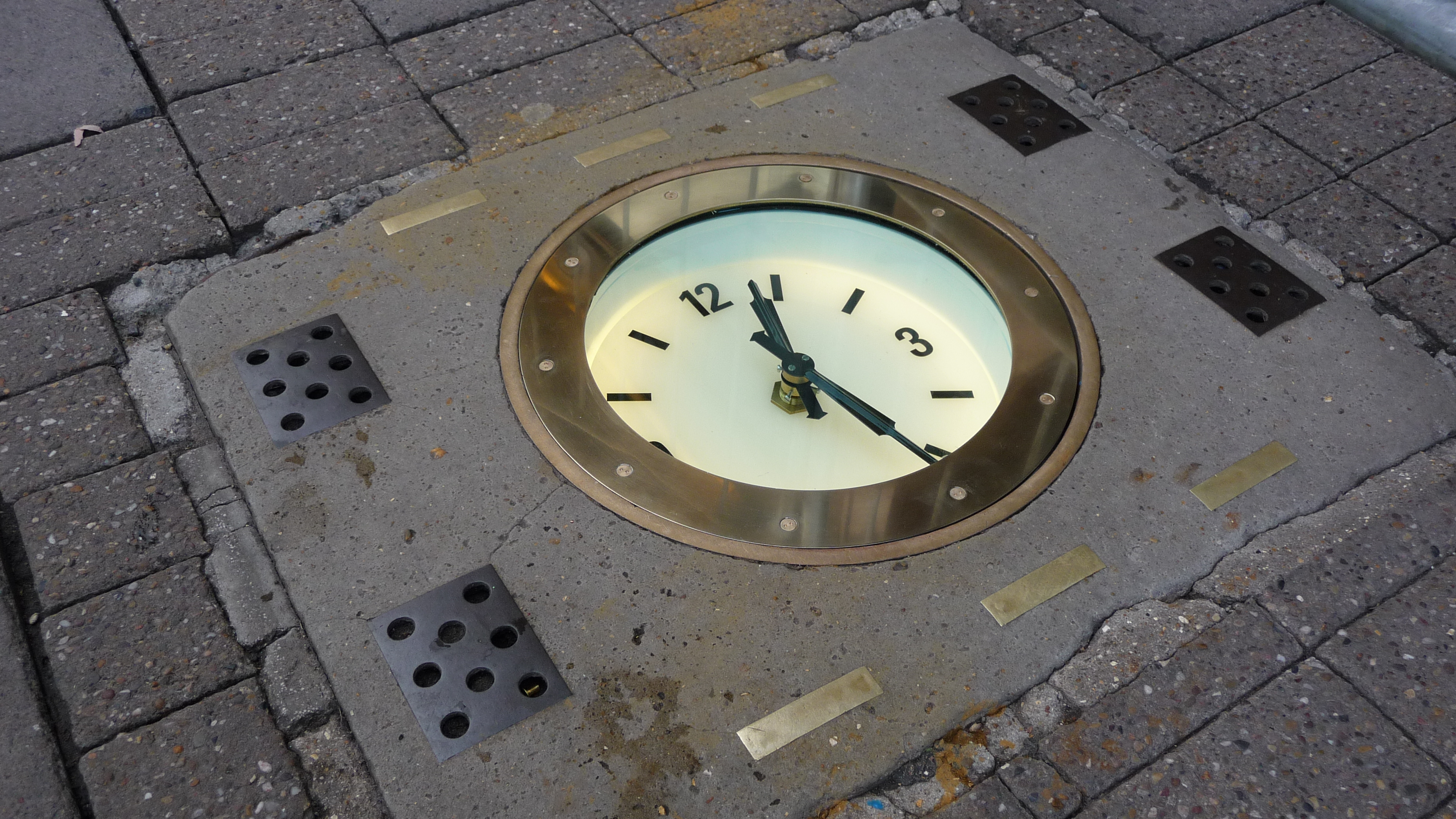 Pavement clock