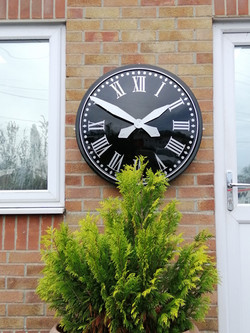 Large external clock for offices