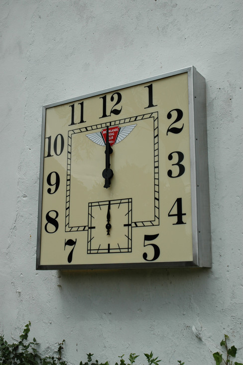 Square bezel clock