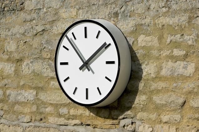 Exterior bezel clock