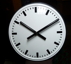 White dial with rectangular chapters