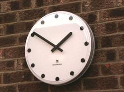 Modern bezel clock