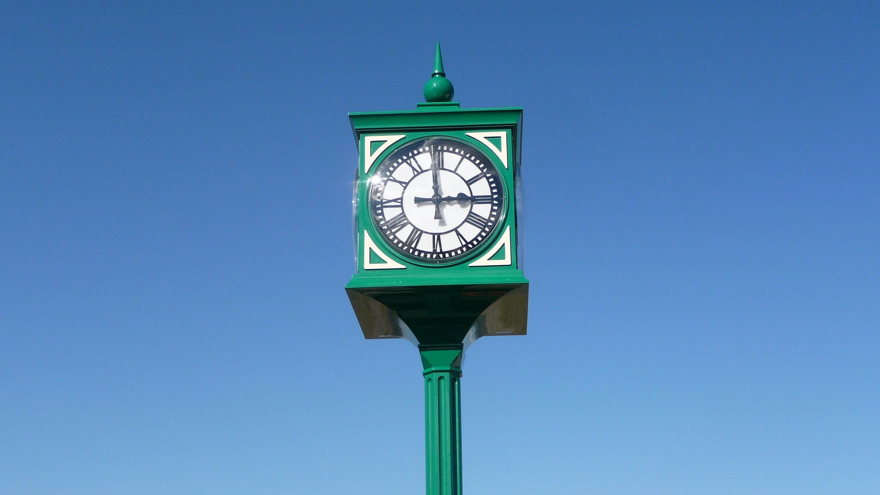 Pillar clock with skeleton clocks