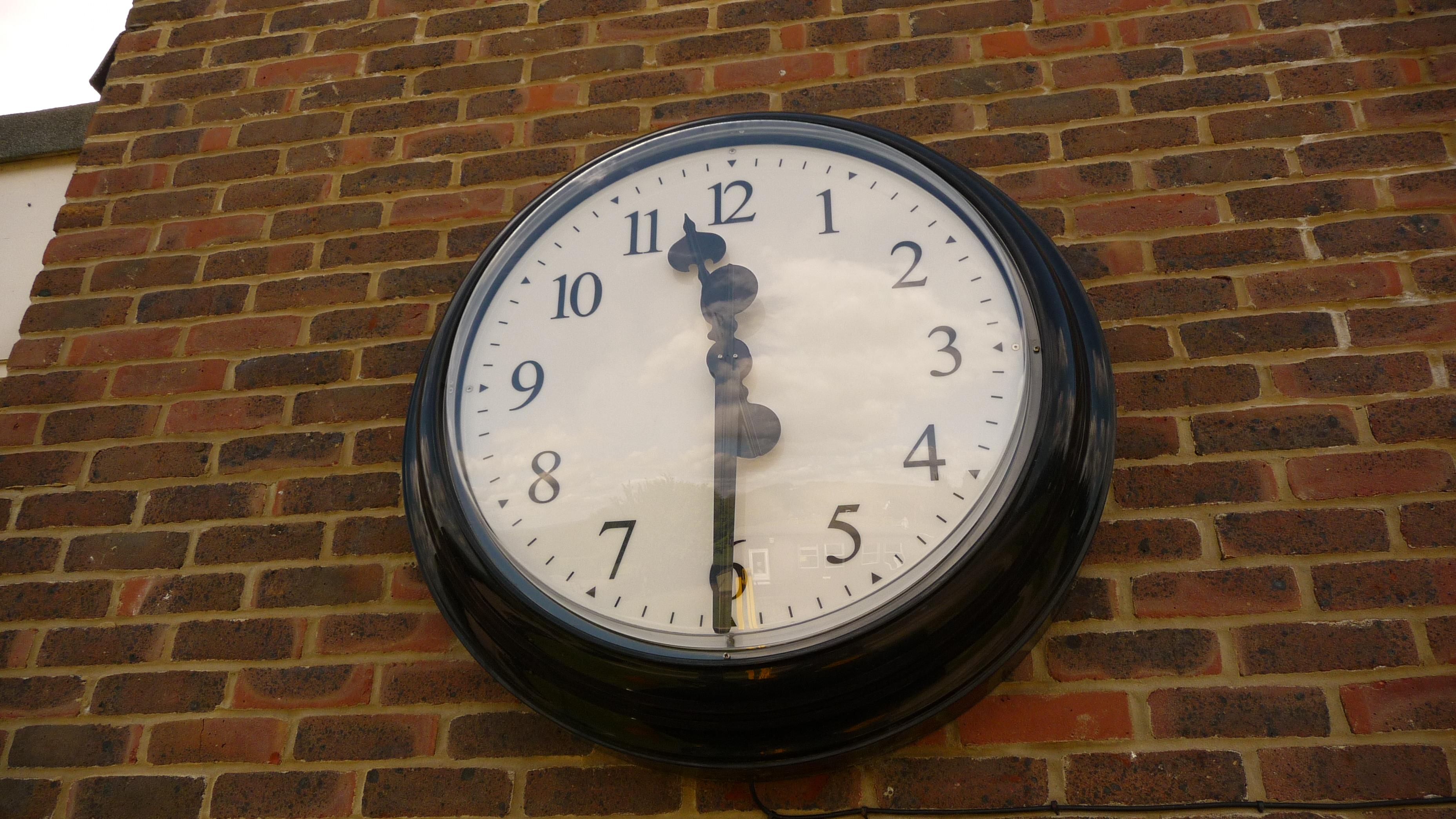 Bezel wall clock