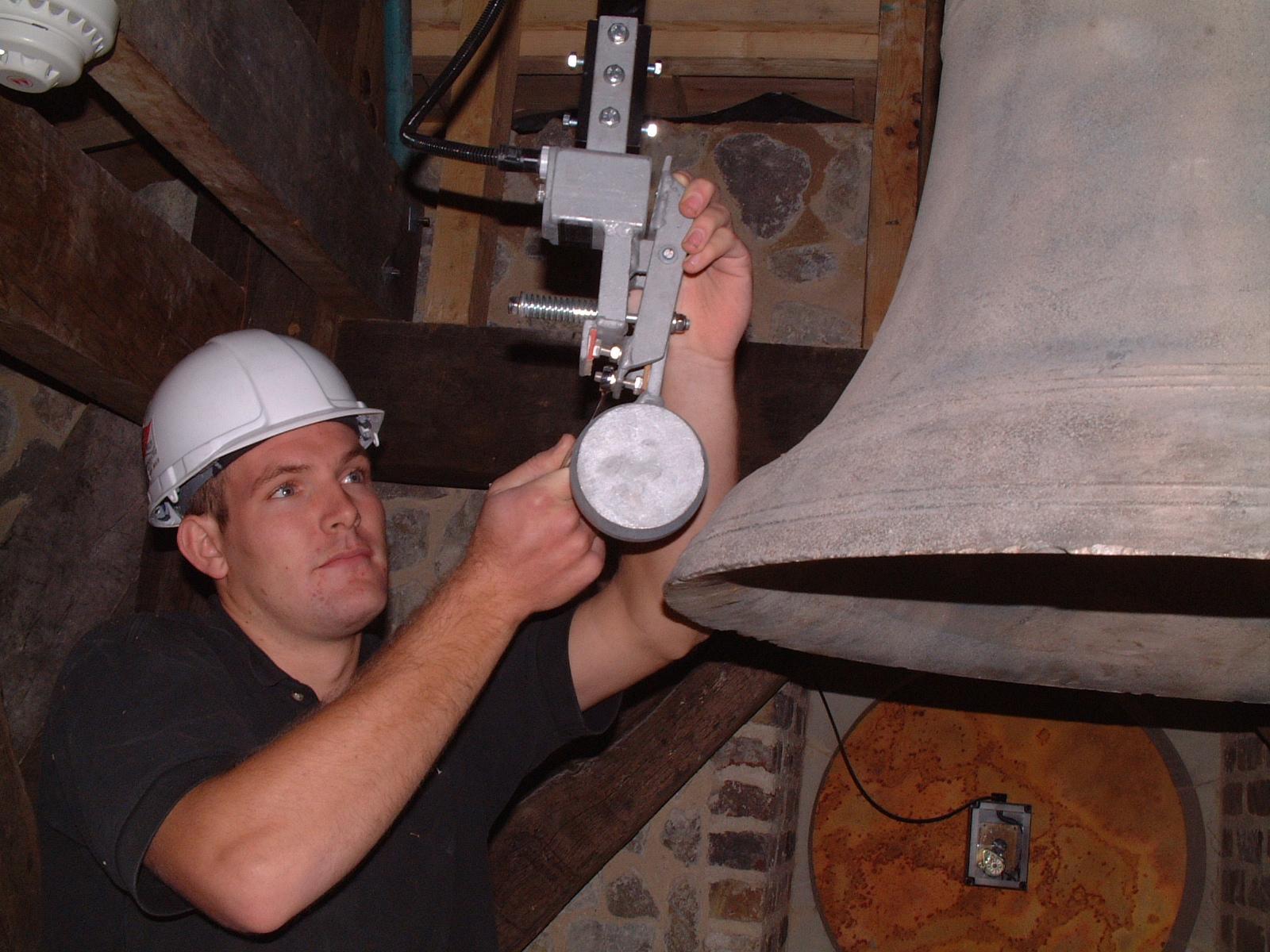 External hammer for church bell