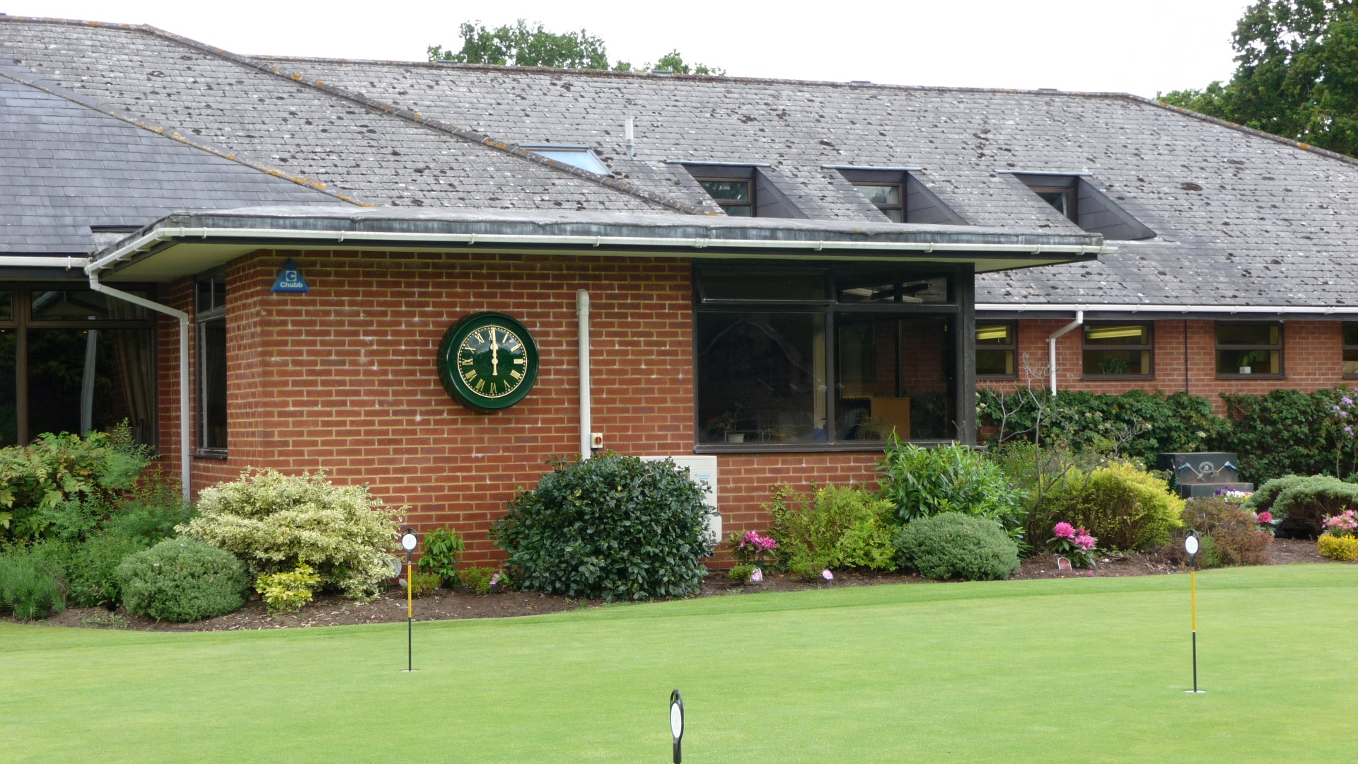 Hankeley Golf Club green bezel clock