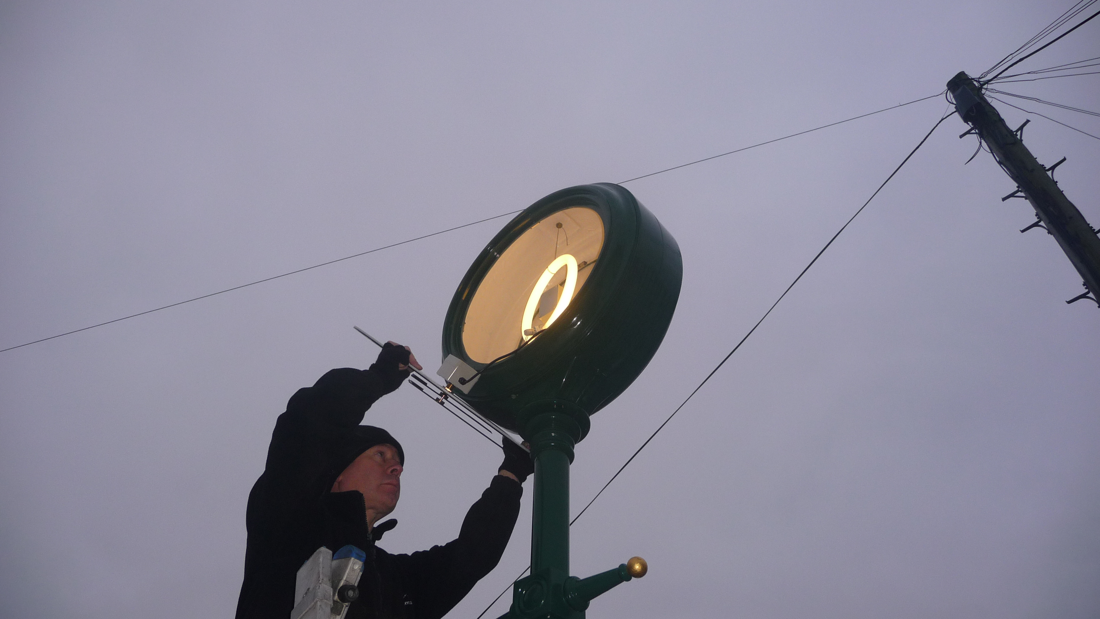 Installing a pillar clock