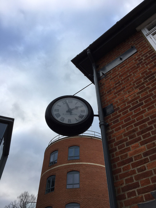Double sided drum clock
