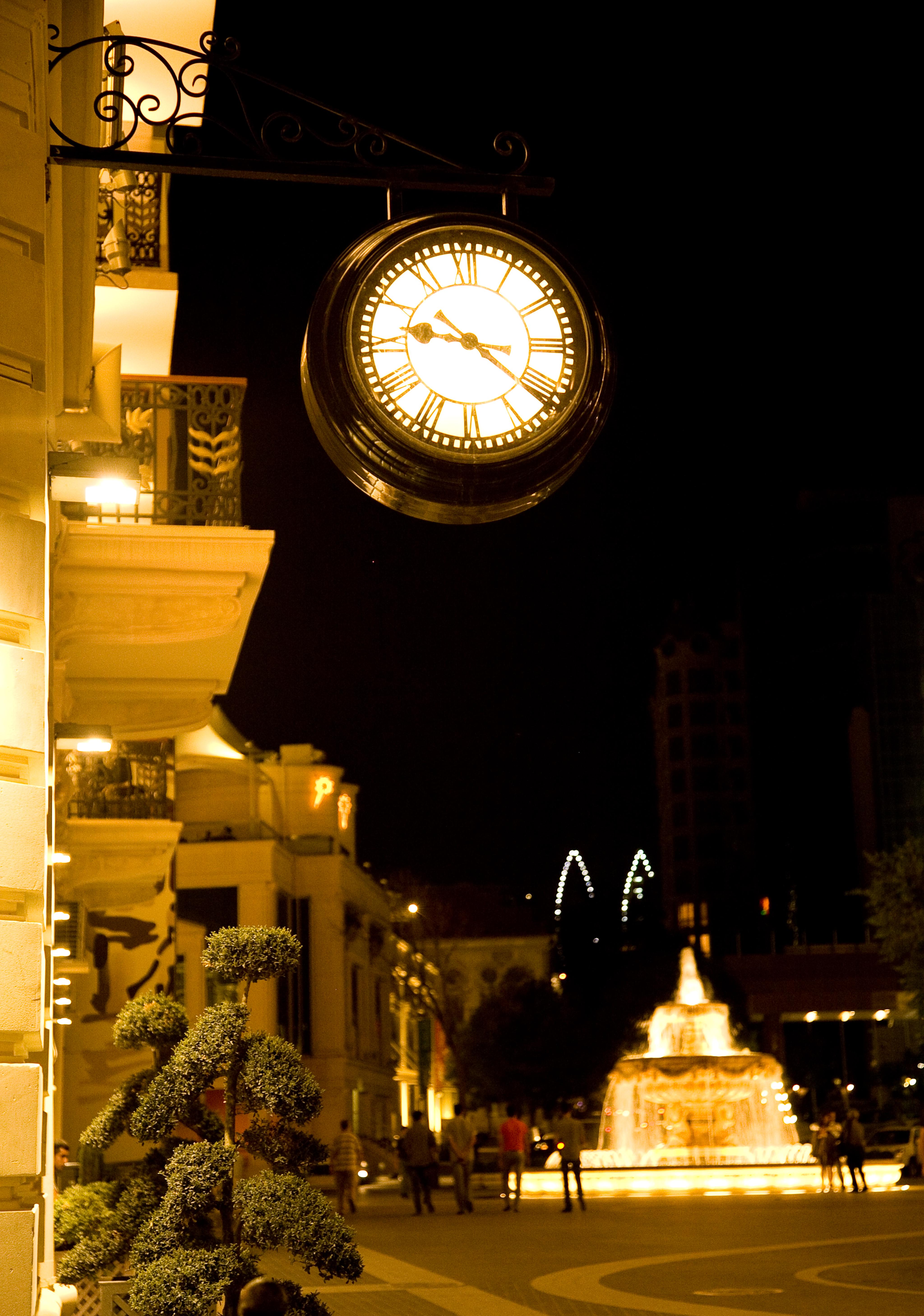 Illuminated drum clock