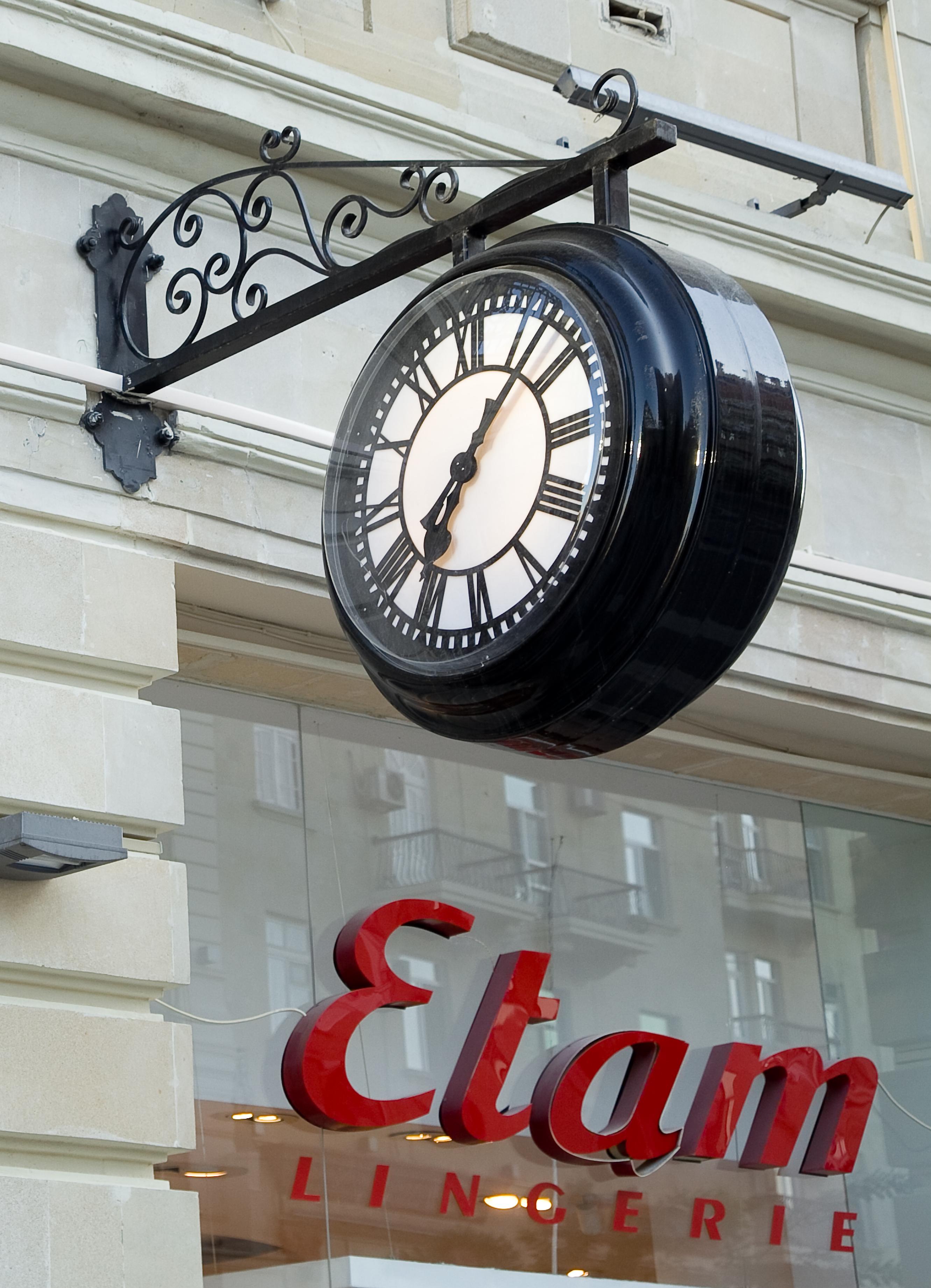 Drum clock outside a shop