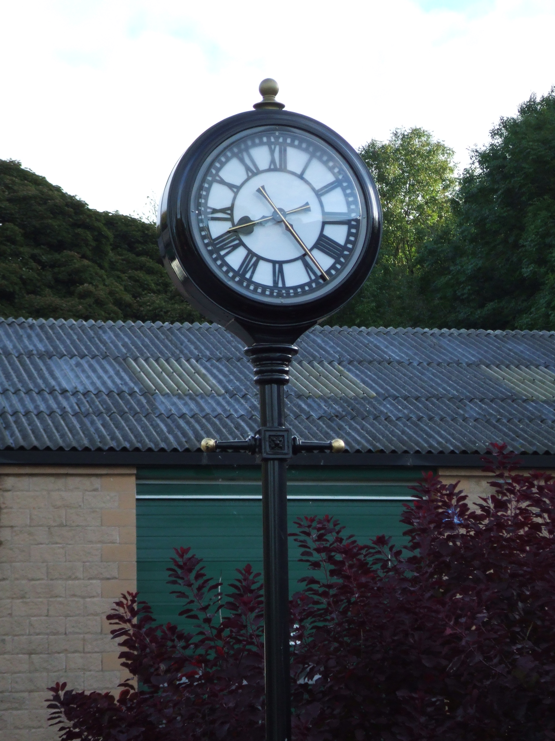 Two sided pillar clock