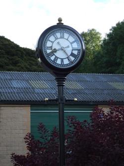 Two sided pillar clock