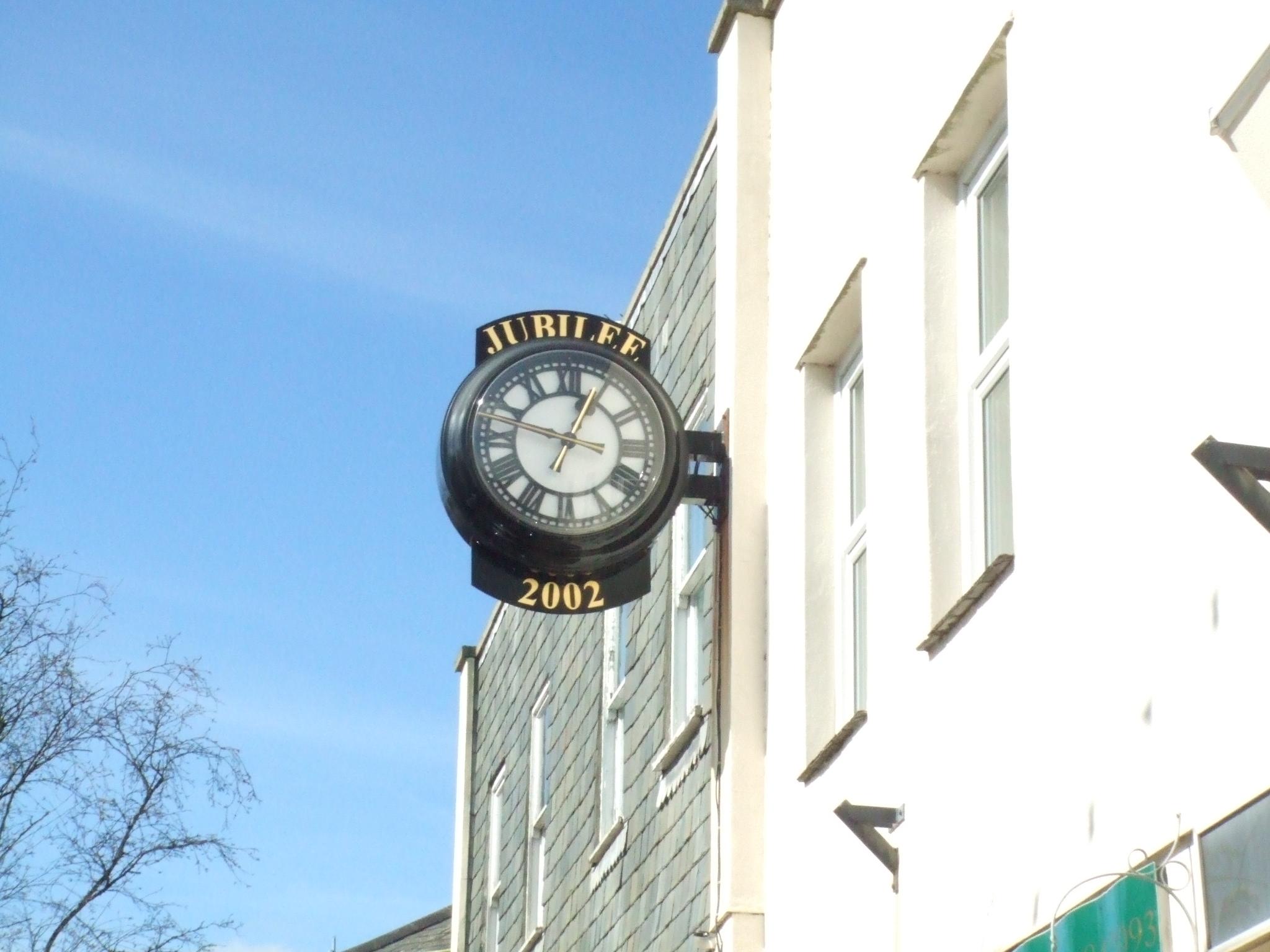 Commemorative drum clock