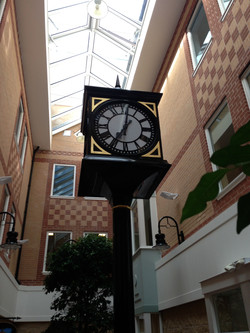Pillar clock in shopping cantre