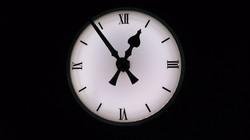 Bezel clock with illumination