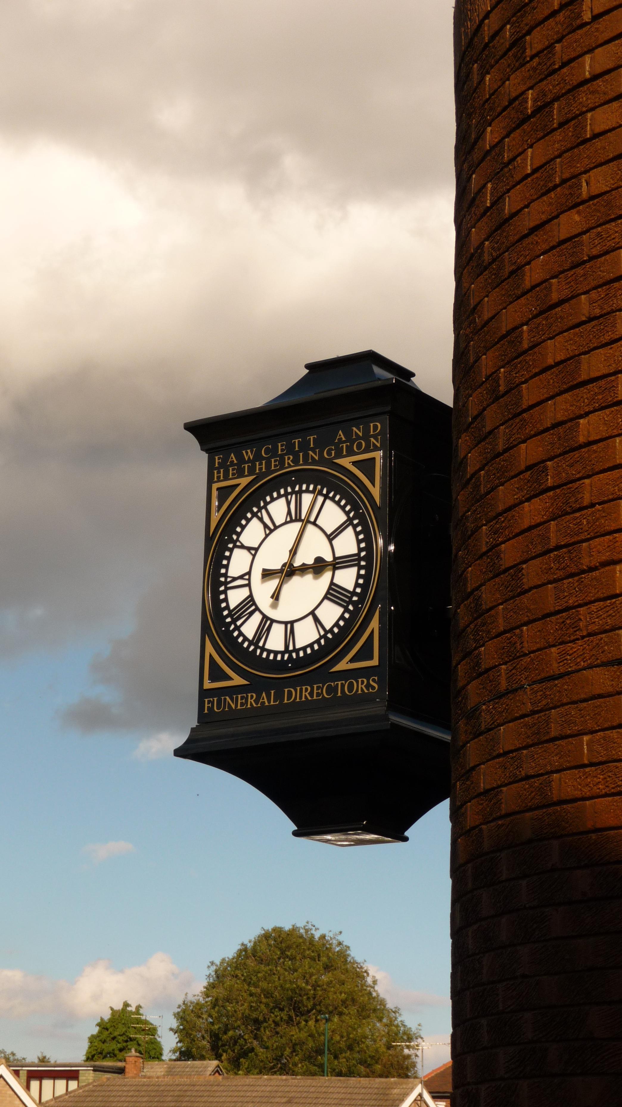 Three sided drum clock