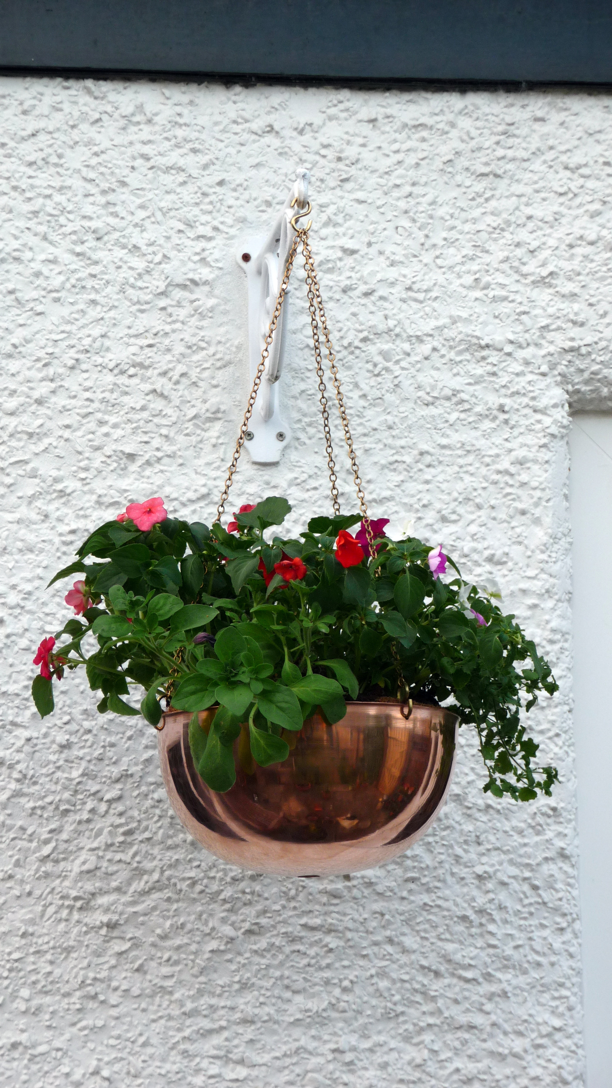 Hanging copper basket