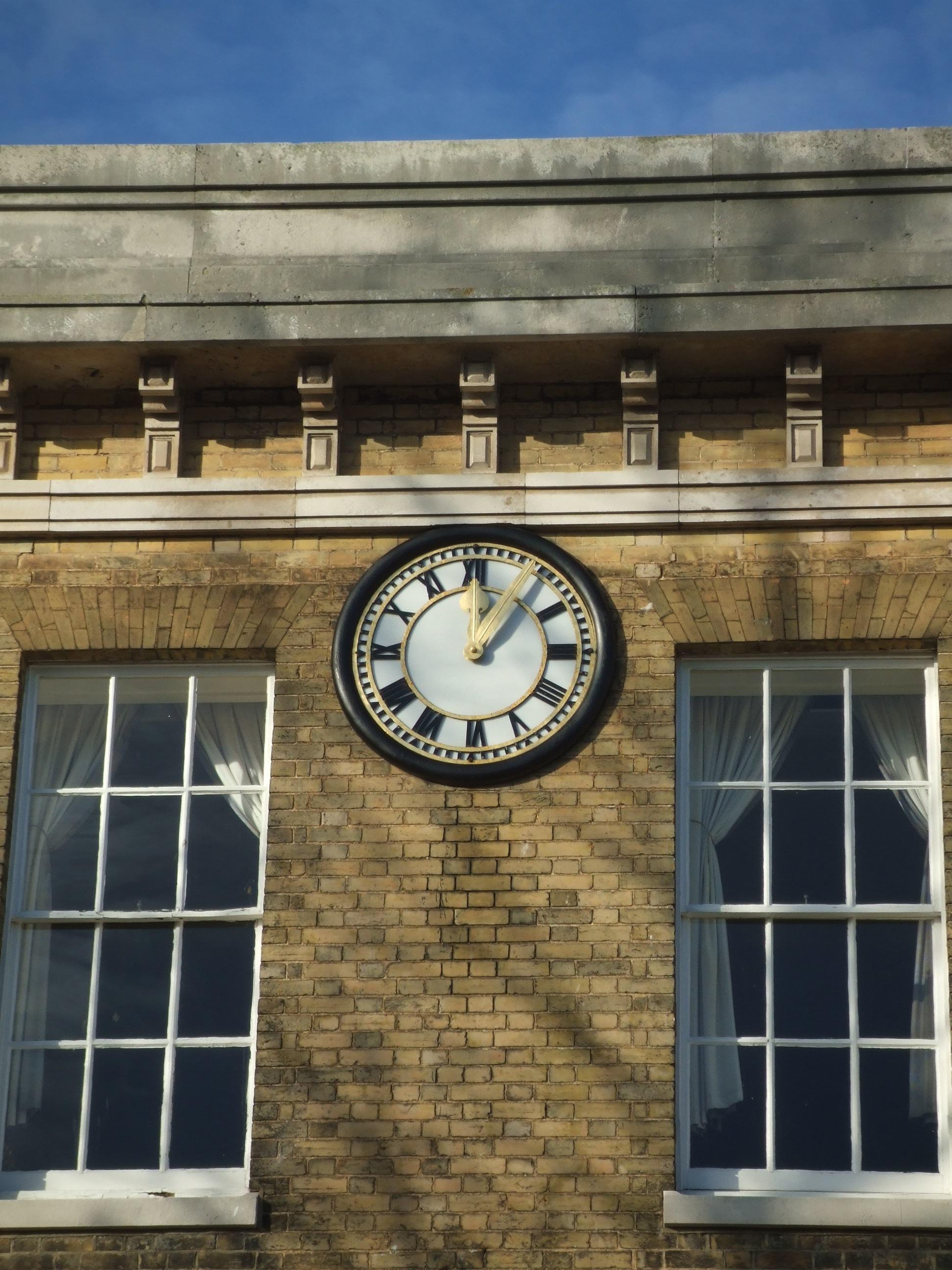 Bezel clock skeleton dial