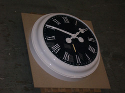Black and white bezel clock
