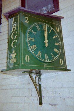 Double sided projecting clock
