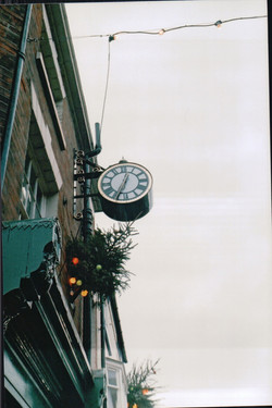 Double sided projecting drum clock