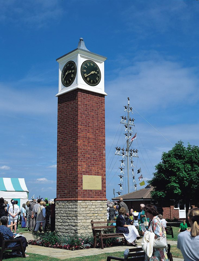 Brick pillar clock