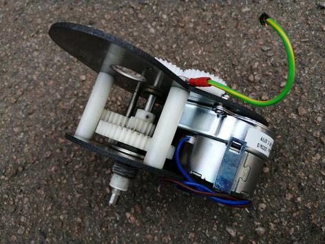 Mains powered clock mechanism