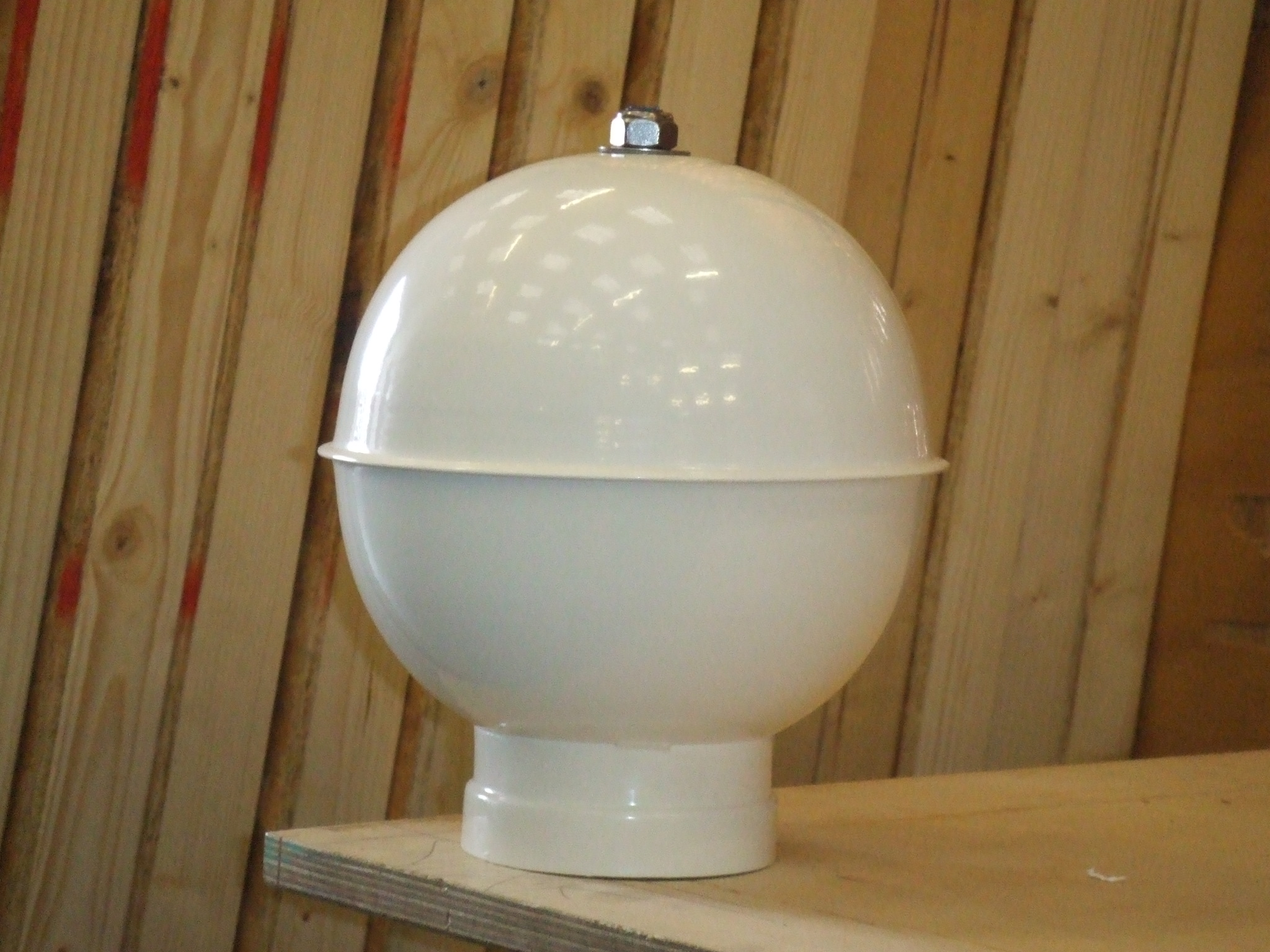 Ball finial in white