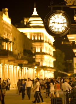 Illuminated projecting clock