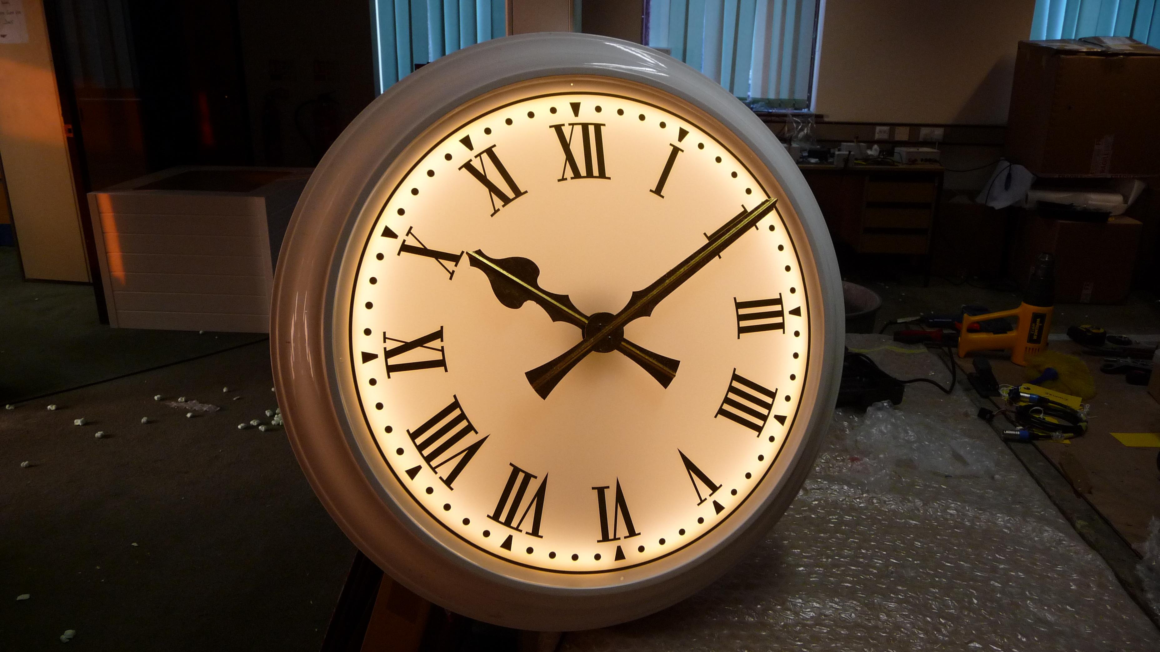Illuminated bezel clock