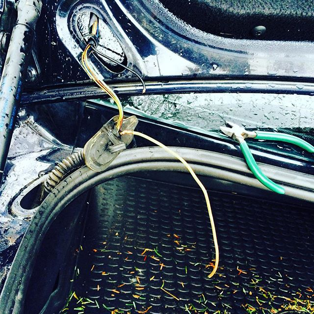 Ford Focus не открывается багажник, проблема в жгуте, преломились провода, отрезали, подпаяли, все о