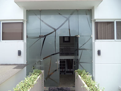 fachadas en vidrio templado.jpg