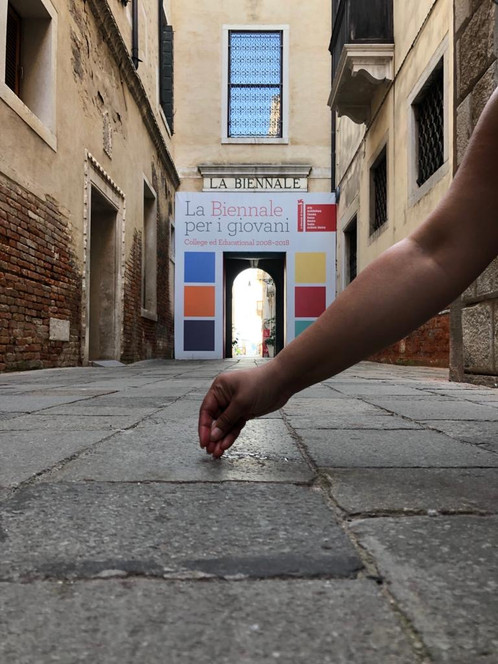 Drawing an Alpona at the head-office of the Venice Biennale