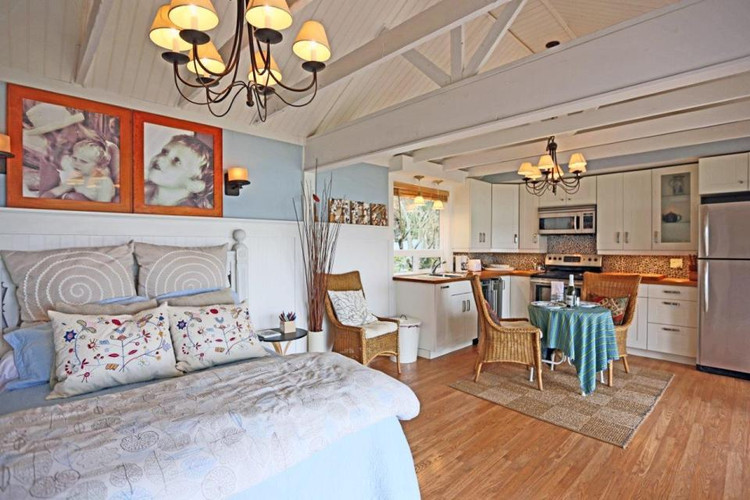 camano-island-beach-cottage-interior2-vi