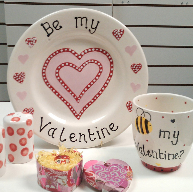 Various valentine pottery items